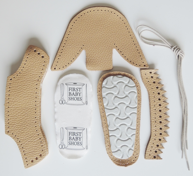 baby shoes champange